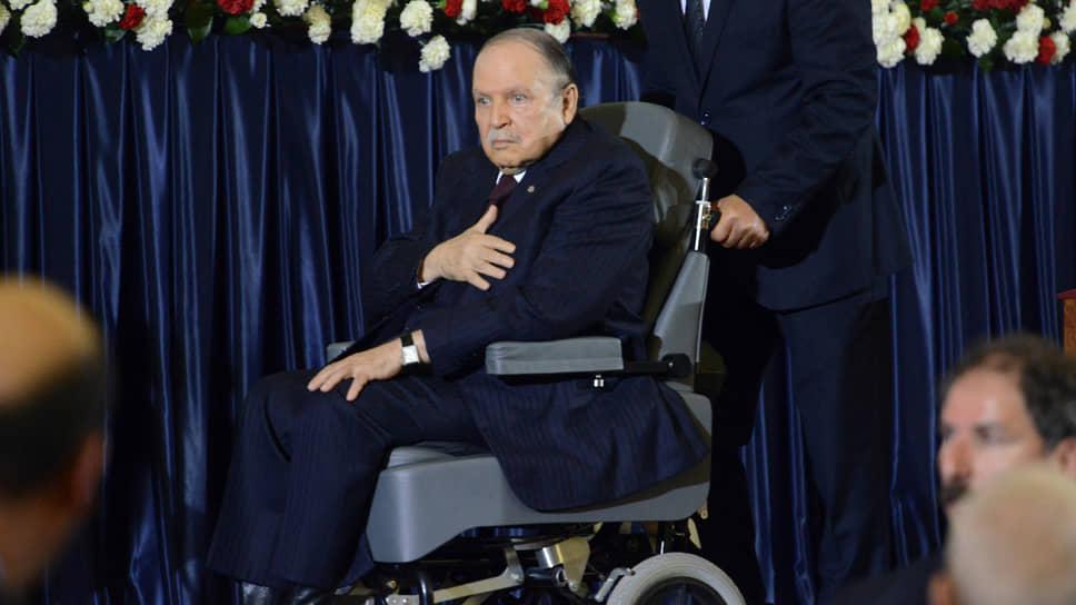 Абдель-Азиз Бутефлика как мог цеплялся за власть, но был сметен волной народного гнева