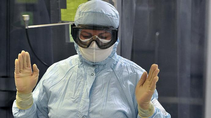Завяли дозы  / Центр Чумакова приостановил выпуск сырья для вакцины «КовиВак»