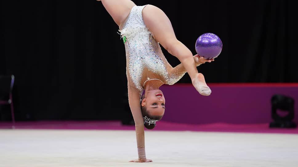 Дина Аверина в первый день мирового первенства по художественной гимнастике выиграла два золота