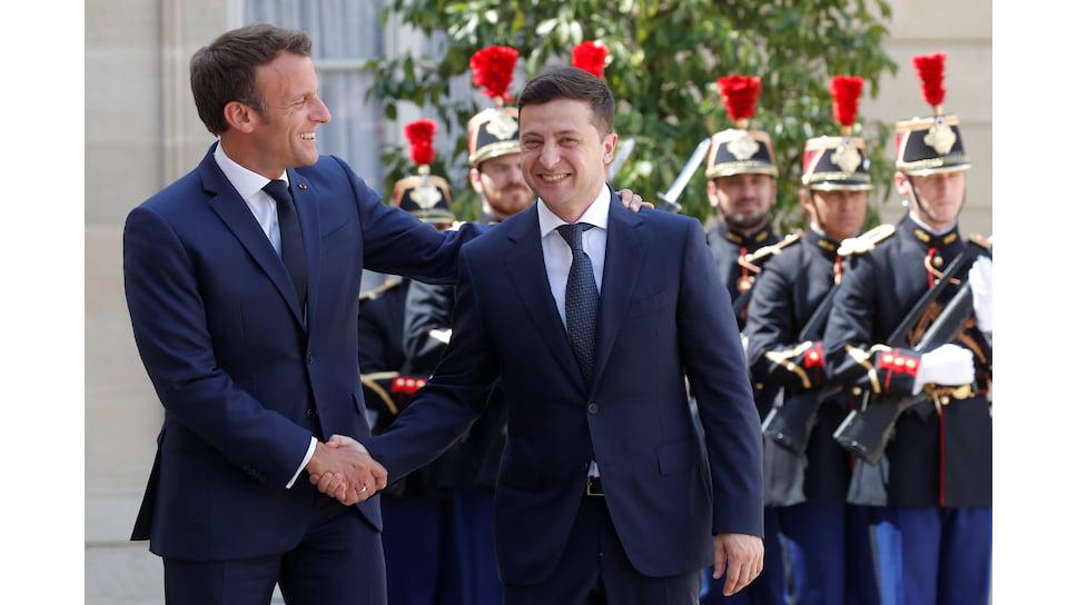 У Владимира Зеленского желание понравиться европейским лидерам (на фото — с Эмманюэлем Макроном) вошло в противоречие с откровенностью в беседах с американским президентом