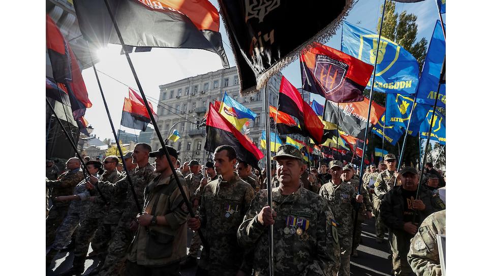 Мир в Донбассе входит в планы нового президента, но не входит в планы украинских националистов всех мастей, что они и продемонстрировали на октябрьском марше