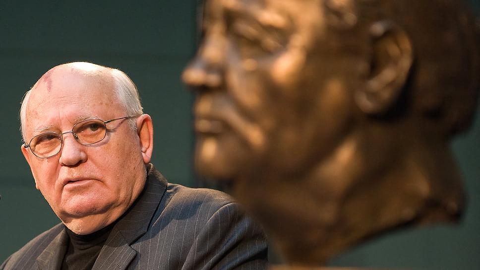 В девяносто Михаил Горбачев воспринимается многими как памятник самому себе