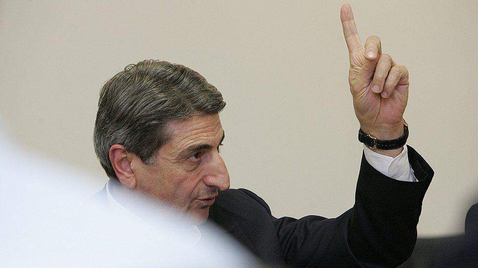 Корпорация «Укравто» (на фото почетный президент Тариэл Васадзе) будет добиваться очередного повышения ввозных пошлин для своих иностранных конкурентов