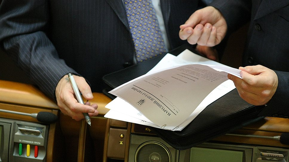 Народные депутаты пока не собираются отказываться от наиболее затратной части своих льгот
