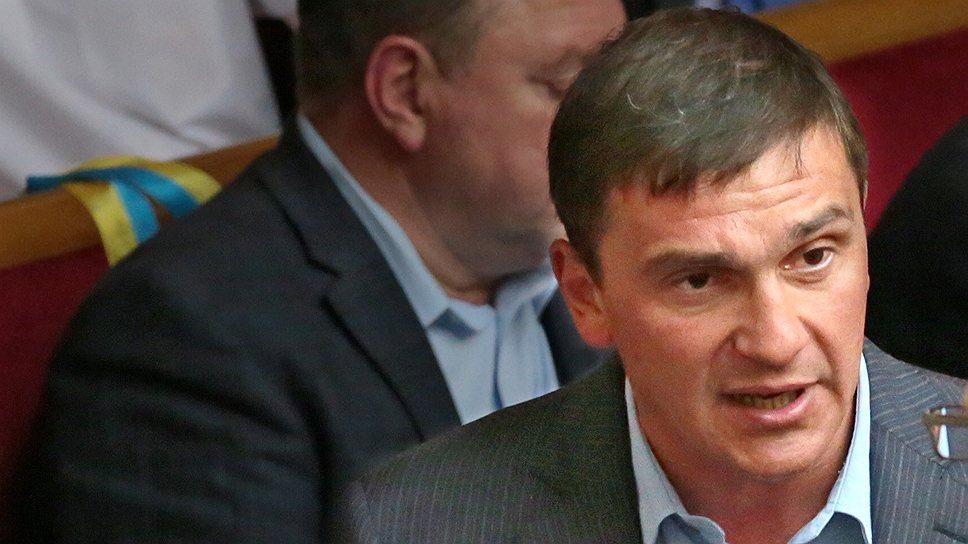 Народный депутат Константин Бондарев предложил самые радикальные меры в отношении рекламы на транспорте