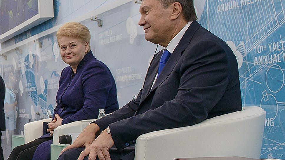 На встрече в Ялте президенту Виктору Януковичу (справа) пришлось сохранять устойчивость даже во время самых неприятных вопросов