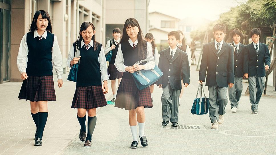 В правительстве Японии обсудили вопрос о школьной форме от Armani ...