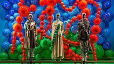 В витринах ДЛТ появились современные Венера Боттичелли и Фрида Кало
