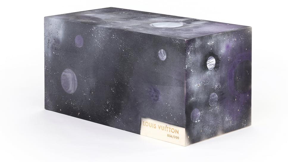 Сундук Louis Vuitton художника Alyssa Carson