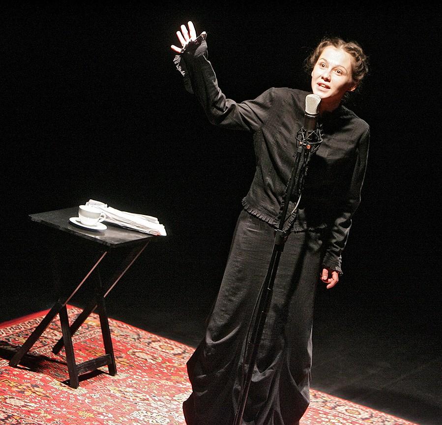 Спектакль «Июль» на сцене театра «Практика». Постановка И. Вырыпаева