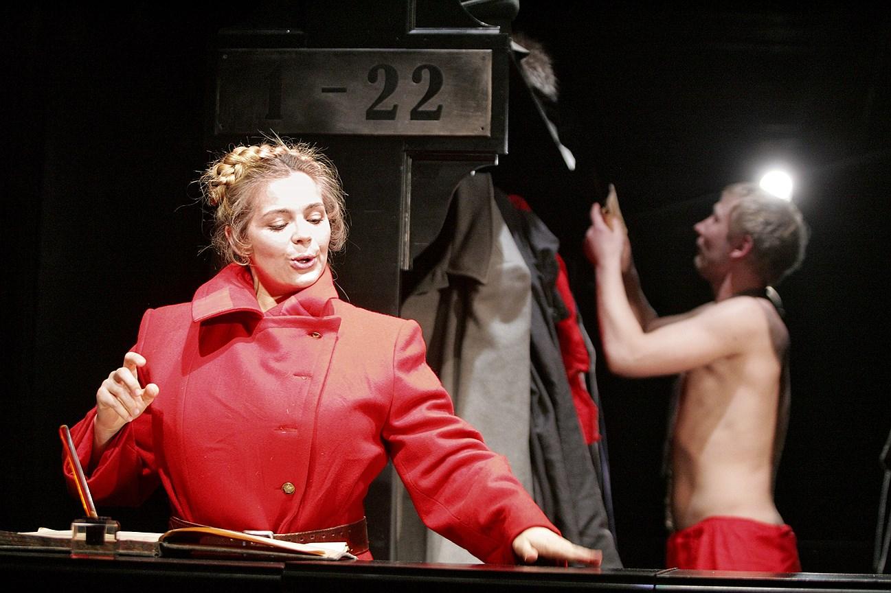 Спектакль «Рассказ о счастливой Москве» на сцене Театра под руководством Олега Табакова. Постановка М. Карбаускиса