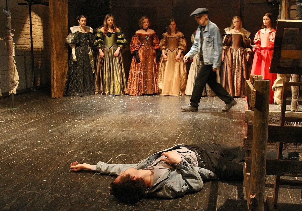 Спектакль «Три мушкетера» на сцене театра «Около дома Станиславского». Постановка Ю. Погребничко
