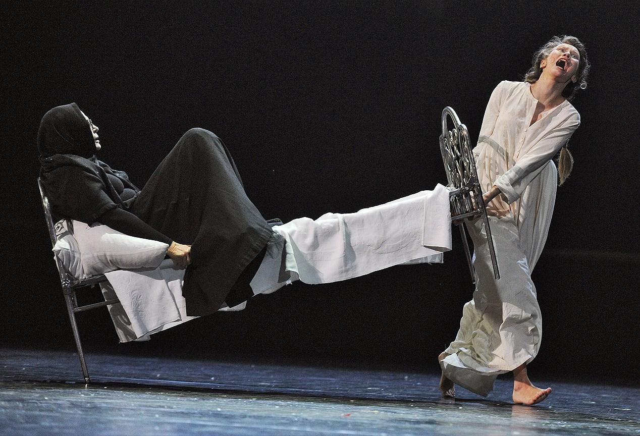 Спектакль «Евгений Онегин» на сцене Театра им. Евг. Вахтангова. Постановка Р. Туминаса
