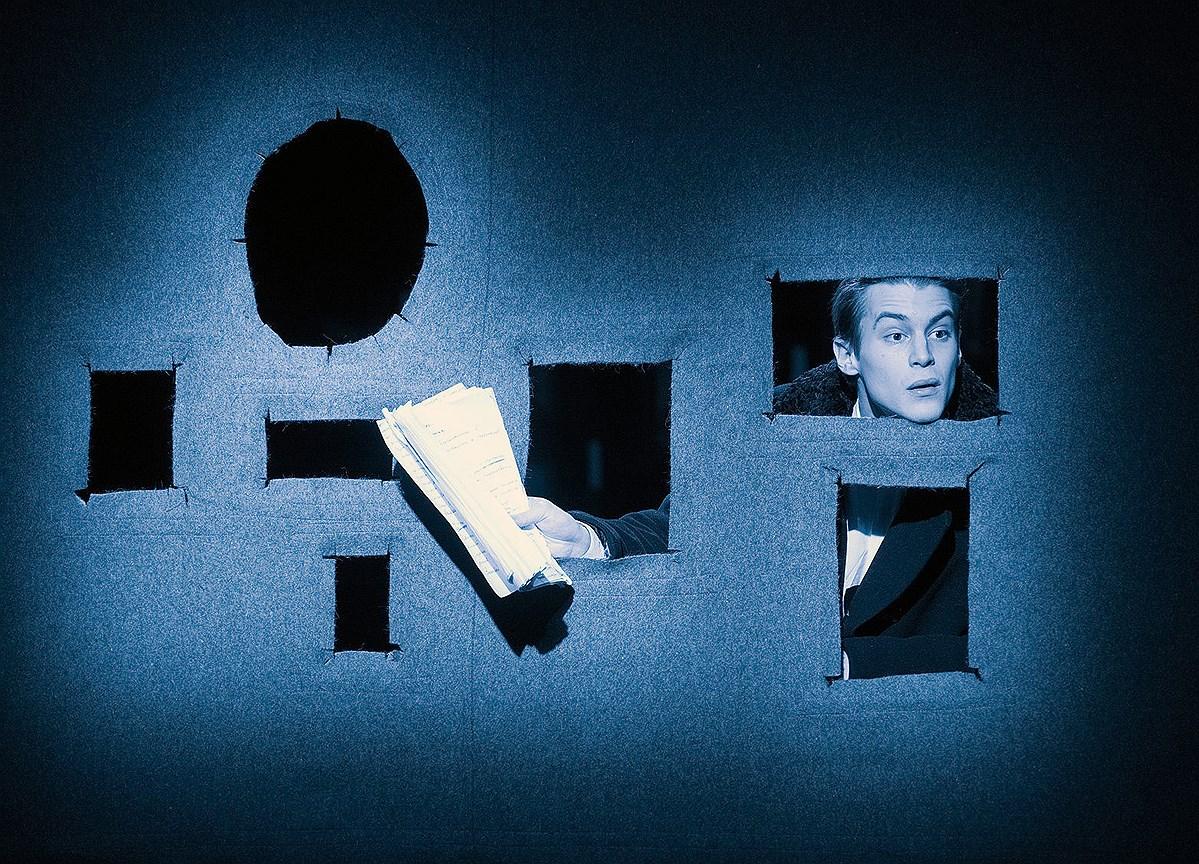Спектакль «Записки покойника» на сцене «Студии театрального искусства». Постановка С. Женовача