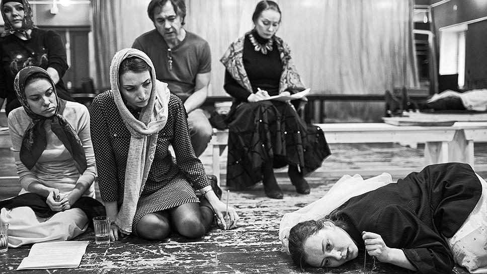 Репетиция спектакля «Кавказский меловой круг»