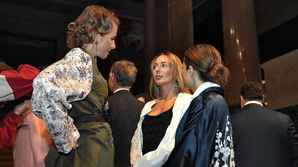 Главный редактор L'Officiel Ксения Собчак все-таки беременна. Молва и желтые издания приписывали ей это деликатное положение долгие годы, но только теперь это стало очевидной правдой