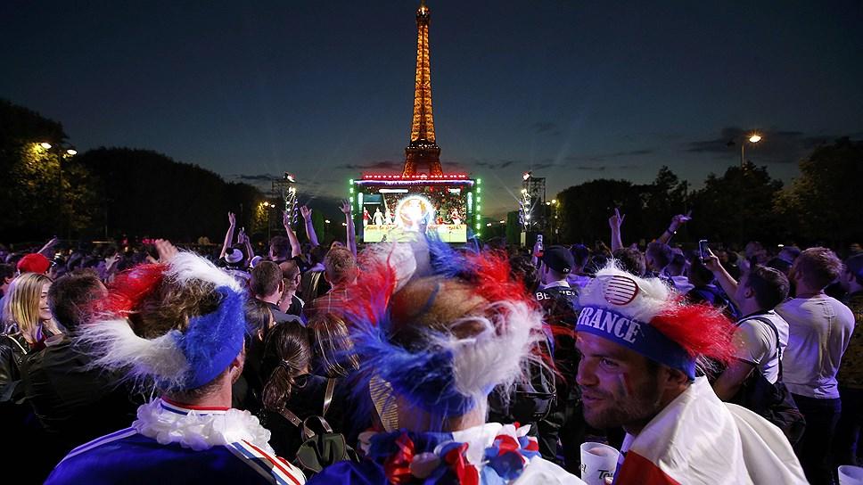 """Корреспондент """"Ъ-Lifestyle"""" рассказал, каково это — приехать туристом во Францию в разгар чемпионата Европы по футболу"""