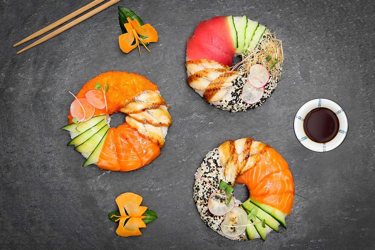 Суши-пончики тунец лосось и краб