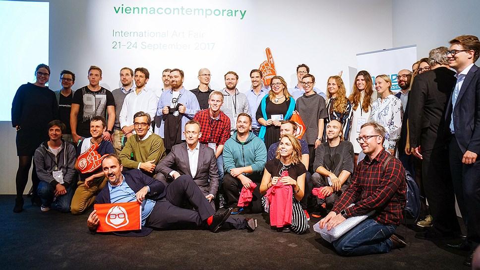 Участники хакатона в Вене, владелец ярмарки viennacontemporary Дмитрий Аксенов (слева, первый ряд), директор Музея современного искусства «Гараж» Антон Белов (справа первый ряд)