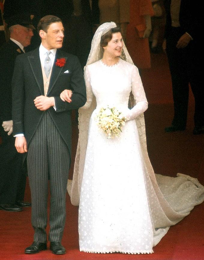 Принцесса Александра Кентская, двоюродная сестра Елизаветы II. Муж: достопочтенный сэр Ангус Огилви Свадьба: 24 апреля 1963 года. Тиара: Kent City of London Fringe, принадлежавшая ее матери, принцессе Марине.