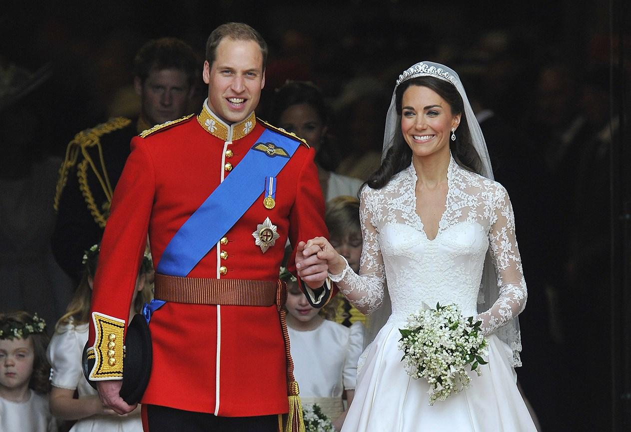 Кэтрин, герцогиня Кембриджская. Муж: принц Уильям. Свадьба: 29 апреля, 2011 года. Тиара: Halo или Scroll, созданная Cartier, принадлежащая королеве Елизавете II и приобретенная ее отцом, королем Георгом VI для жены, Королевы-матери.