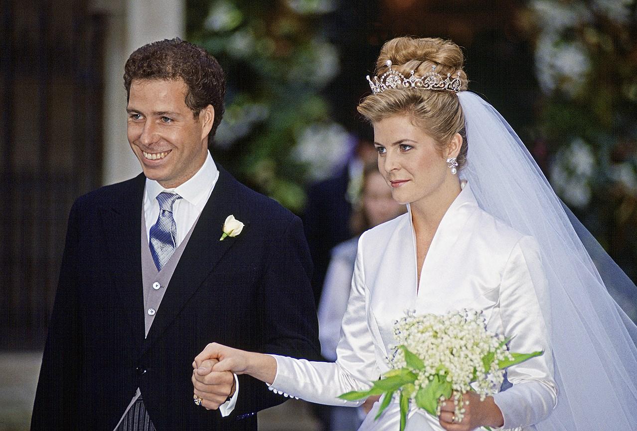 Серена Армстронг-Джонс, графиня Сноудон. Муж: Дэвид Армстронг-Джонс, второй граф Сноудон, сын принцессы Маргарет. Свадьба: 8 октября 1993 года. Тиара: Lotus Flower, подаренная Маргарет Королевой-матерью.