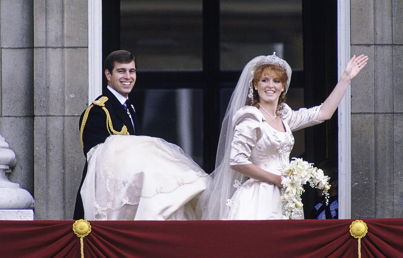 Сара, графиня Йоркская. Муж: принц Эндрю, второй сын королевы Елизаветы II. Свадьба: 23 июля, 1986 года. Тиара: York Diamond, созданная Домом Garrard, приобретенная королевой и герцогом Эдинбургским и преподнесенная Саре в качестве свадебного подарка.