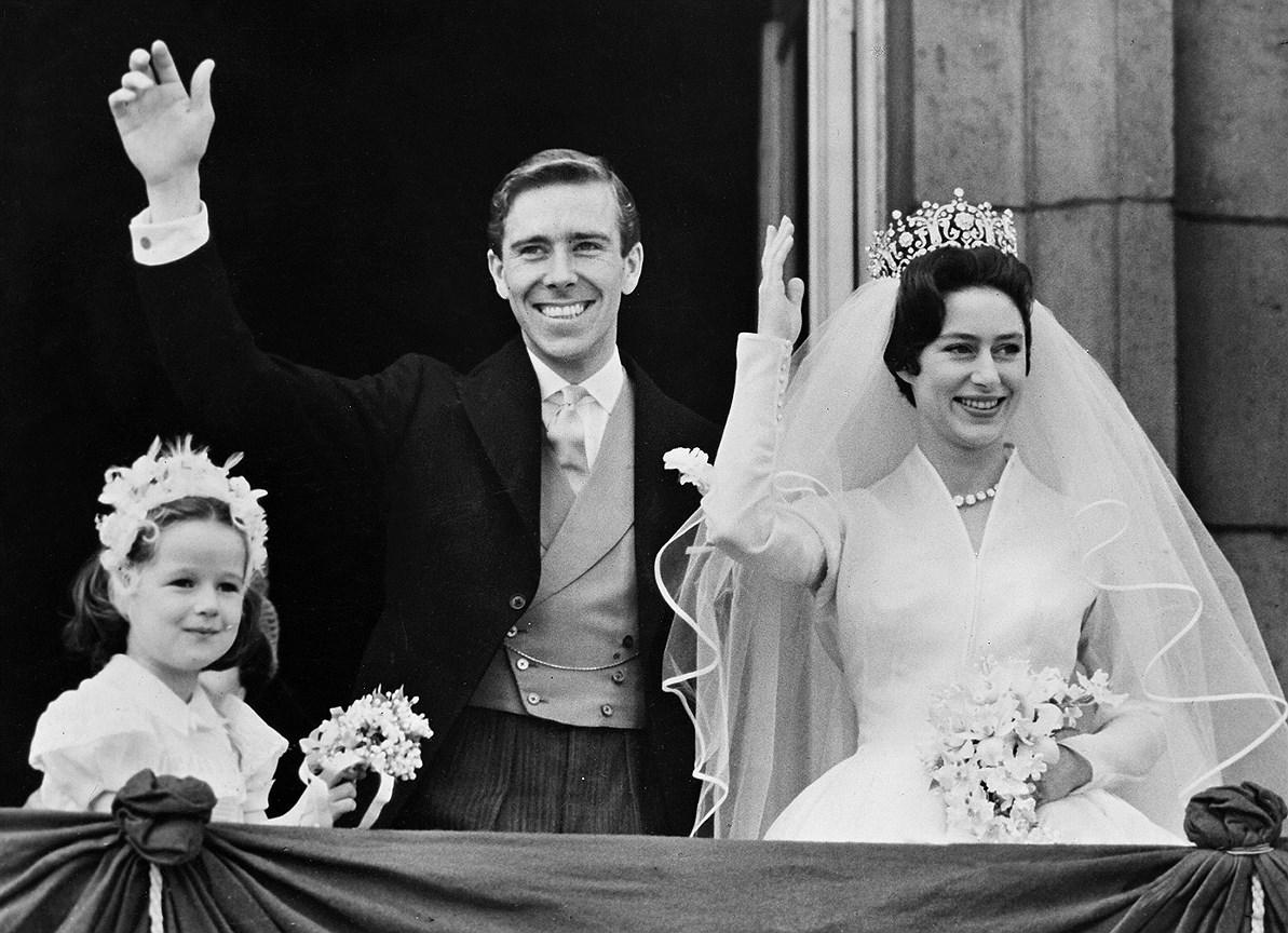Принцесса Маргарет, сестра Елизаветы II. Муж: фотограф Энтони Армстронг-Джонс. Свадьба: 6 мая 1960 года. Тиара: Poltimore, созданная Домом Garrard для леди Флоренс Полтимор и приобретенная королевской семьей по случаю помолвки Маргарет и Энтони.