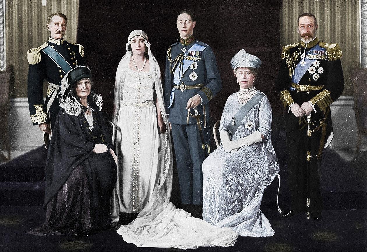 Королева Елизавета, Королева-мать. Муж: король Георг VI. Свадьба: 26 апреля 1923 года. Тиара: Strathmore, преподнесенная ей в качестве свадебного подарка отцом, графом Стратмором.