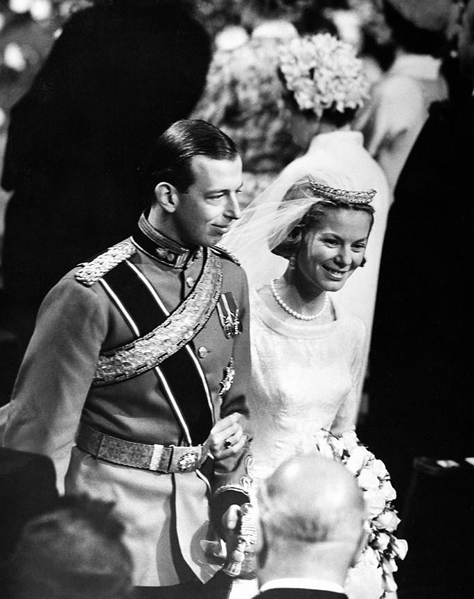Екатерина, герцогиня Кентская. Муж: Эдвард, герцог Кентский, внук короля Георга V и двоюродного брата королевы Елизаветы II. Свадьба: 8 июня, 1961 года. Тиара: Kent Diamond and Pearl Fringe, подаренная ей принцессой Мариной.