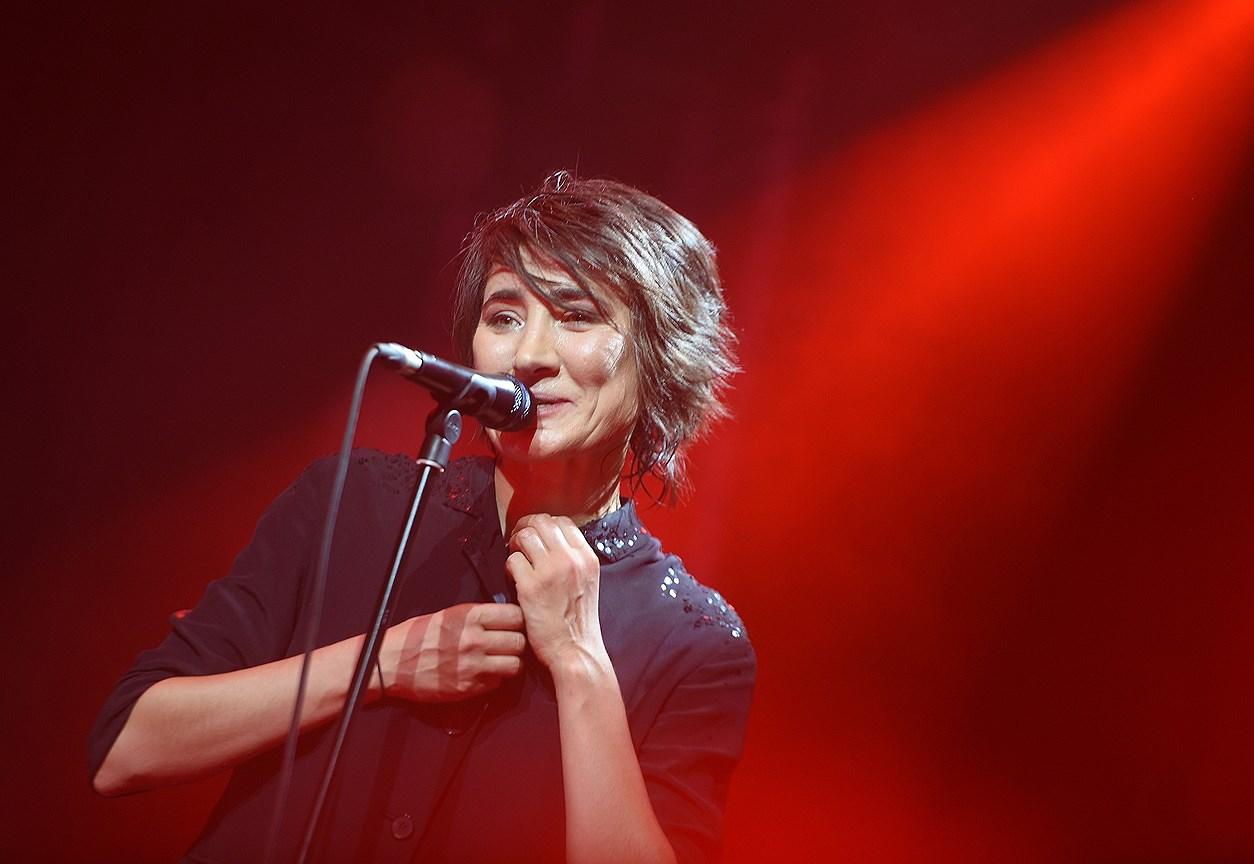 Певица Земфира во время выступления
