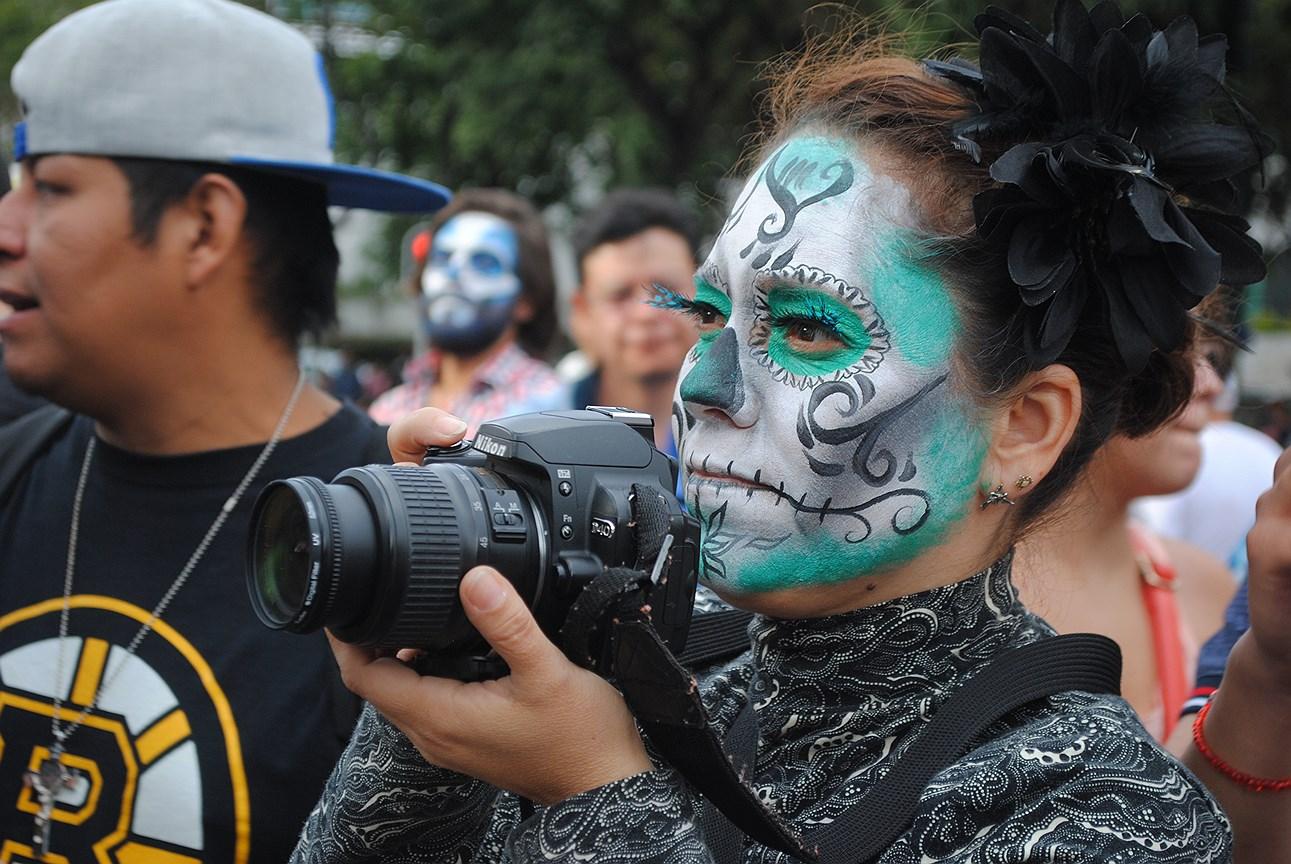 Парад в День мертвых в Мехико