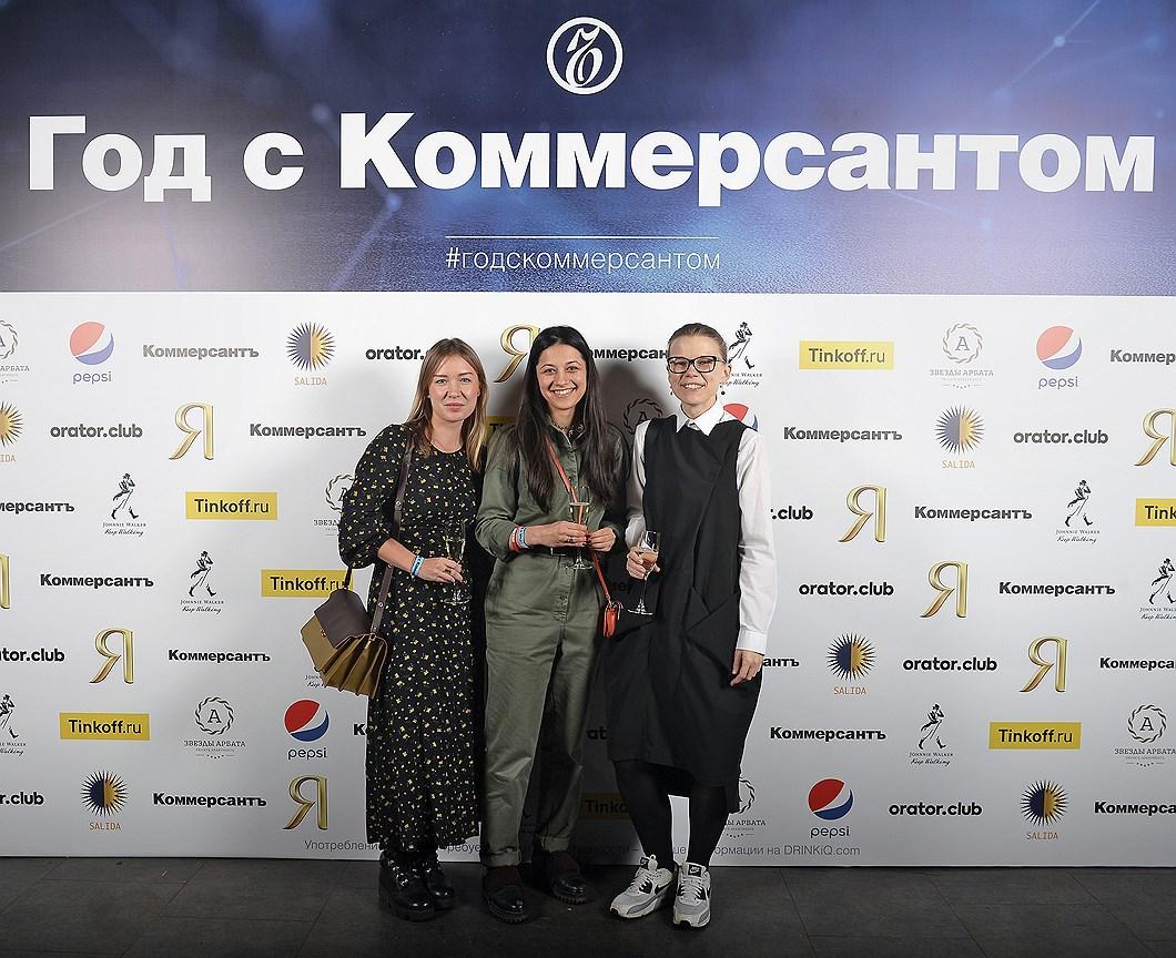 Руководитель отдела по связям с общественностью ММОМА Вероника Кандаурова (справа), пиар-директор The Art Newspaper Юлия Короткова (слева)