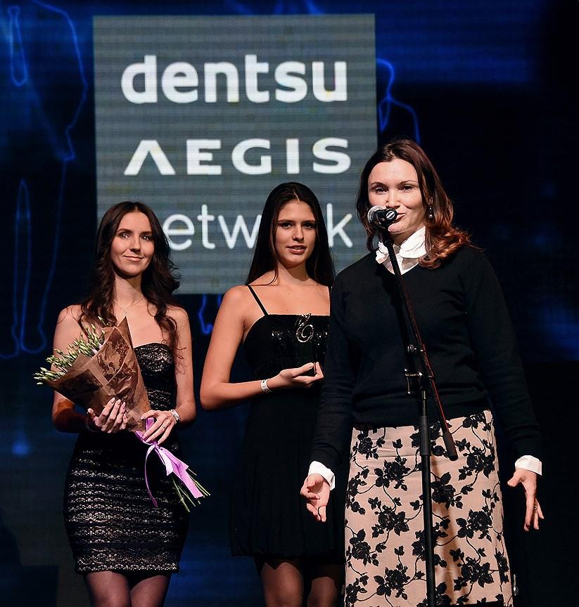 Руководитель отдела прессы «Dentsu Aegis Network» Полина Трефилова (справа)