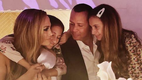 Счастливы вместе  / Дженнифер Лопес иАлекс Родригес отметили помолвку