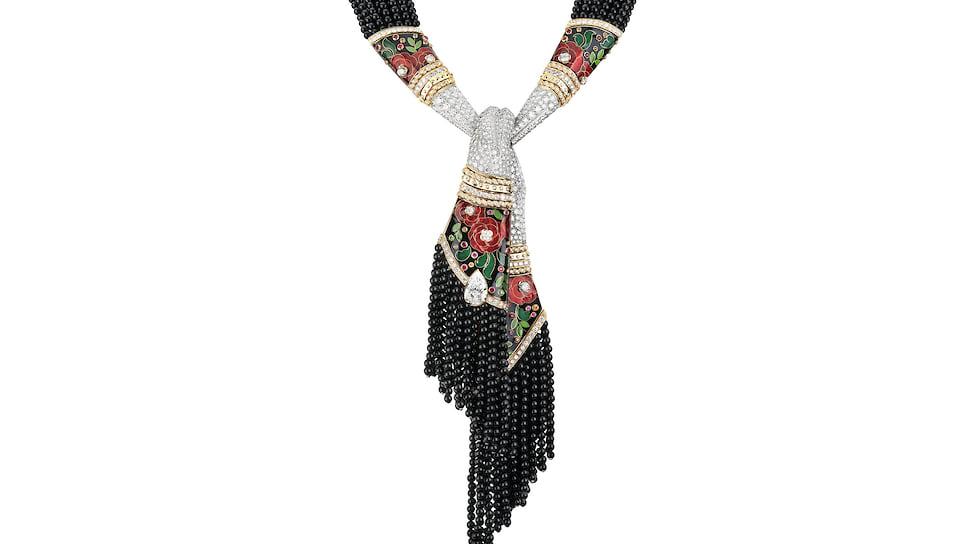 Chanel High Jewelry, колье  Foulard, желтое и белое золото, платина, оникс, эмаль, мандариновые гранаты, цавориты, красная шпинель, бриллианты
