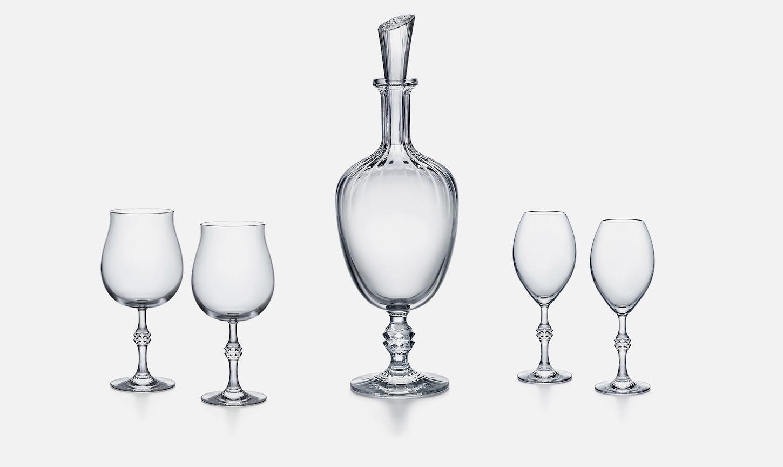 Baccarat, набор из 2-х бокалов для вина Passion, 31 700 pуб; графин Passion, 71 900 ру; набор из 2-х бокалов для шампанского Passion, 31 700 руб, ЦУМ