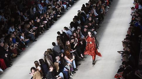Неделя моды уходит накарантин  / Mercedes-Benz Fashion Week Russia небудет проводиться вэтом сезоне