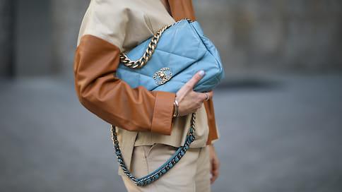 COVIDуйдет, Chanel останется  / «Мягкая» сумка Chanel 19— практичный аксессуар нагоды вперед