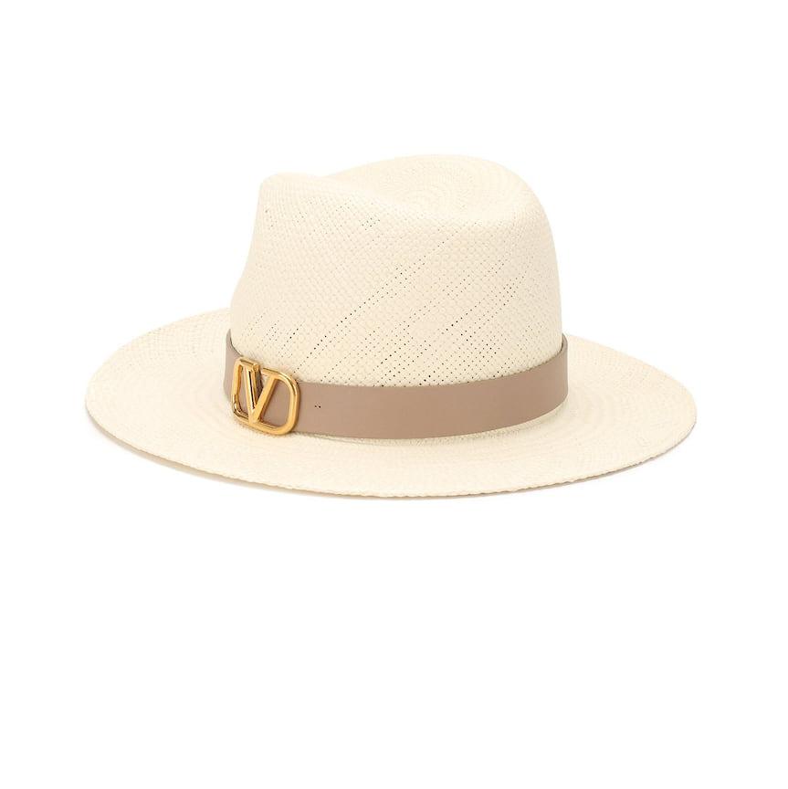 Valentino Garavani, шляпа-федора, 52 650 руб., tsum.ru