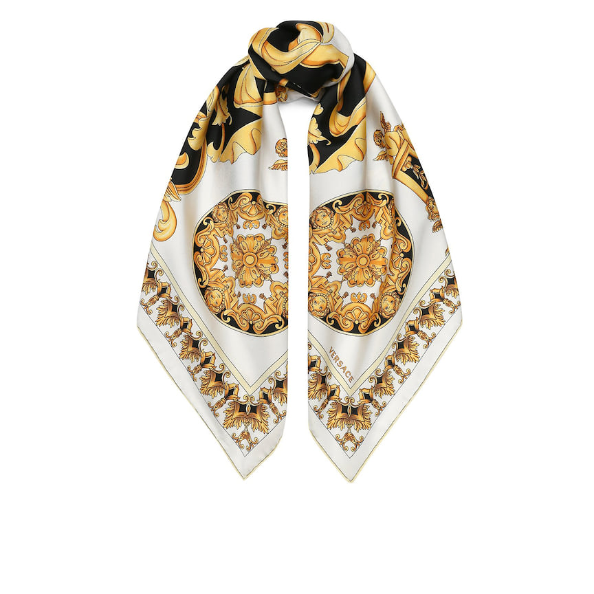 Versace, платок, 32 600 руб., tsum.ru