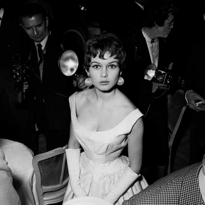 Бриджит Бардо в серьгах-шарах, 1955 год