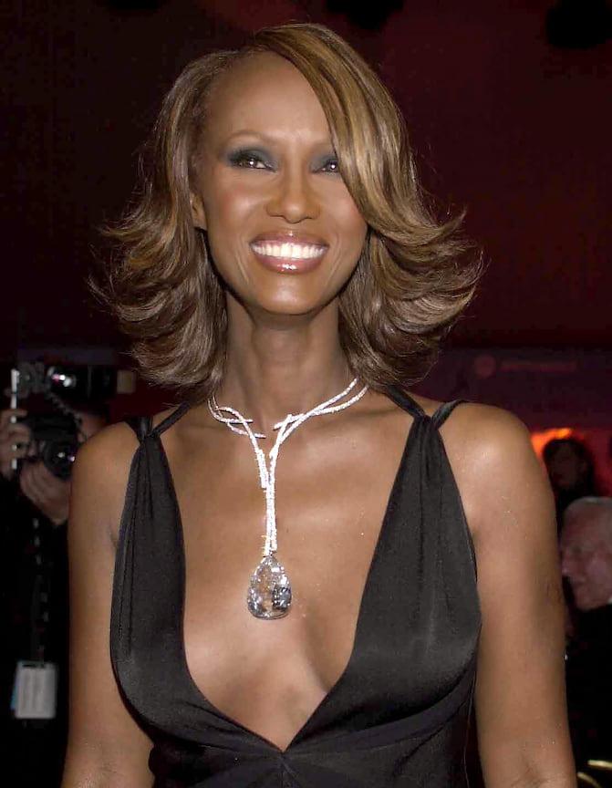Иман в колье De Beers Millenium Star с самым крупным грушевидным бриллиантом в мире весом 203 карата, гала-ужин amfAR, 2002 год