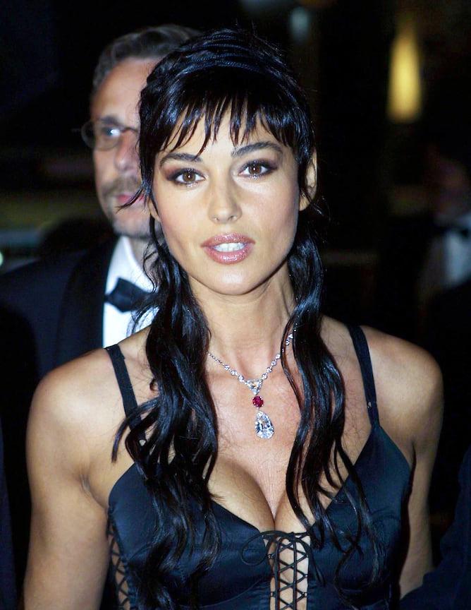 Моника Беллуччи в колье с бриллиантами и рубином, 2002 год