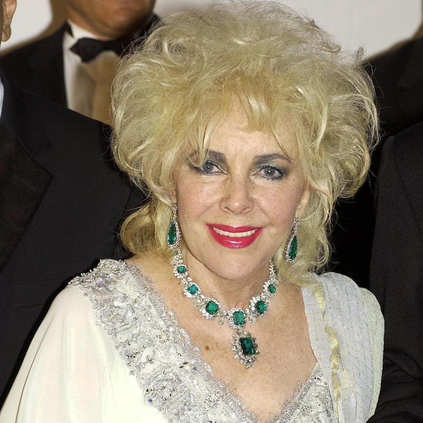 Элизабет Тейлор в одних из своих любимых украшениях, парюре Bvlgari с изумрудами и бриллиантами, 2003 год