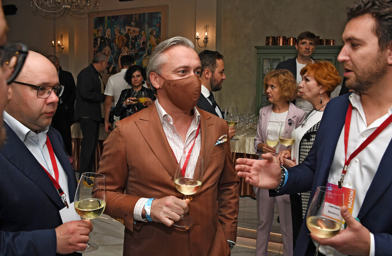 Генеральный директор агентства «Социальные сети» Денис Терехов (слева) игенеральный директор ИД«Аргументы ифакты», президент СППИ ГИПП Руслан Новиков (вцентре)