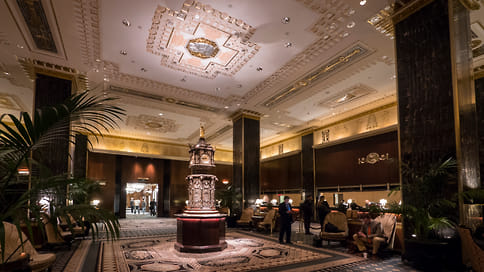 Распродажа исторических деталей  / Тысячи предметов интерьера легендарного нью-йоркского отеля Waldorf Astoria выставлены наблаготворительный аукцион