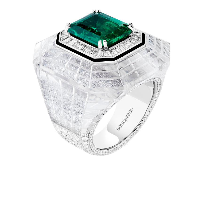 Boucheron, кольцо Chevaliere Emeraude, белое золото, платина, горный хрусталь, оникс, изумруды, бриллианты