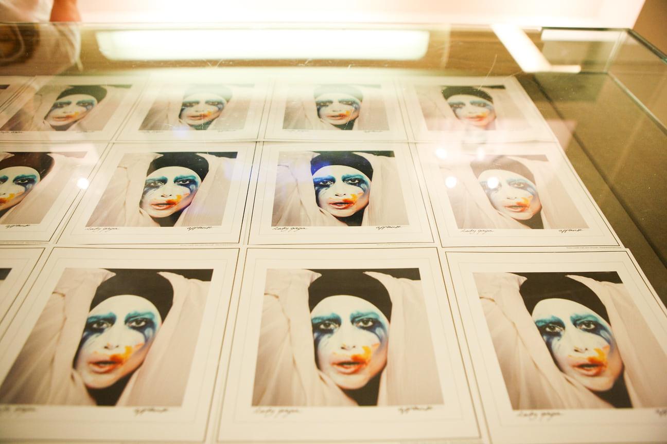 Постеры сингла Applause из альбома Artpop, 2013 год