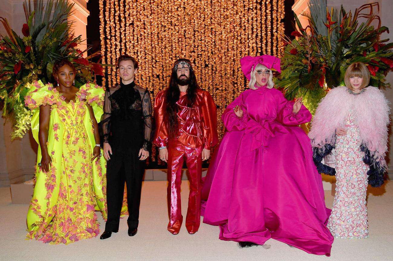 Серена Уильямс, Гарри Стайлз, Алессандро Микеле, Леди Гага и Анна Винтур на бале Института костюма Met Gala в музее «Метрополитен», Нью-Йорк, 2019 год